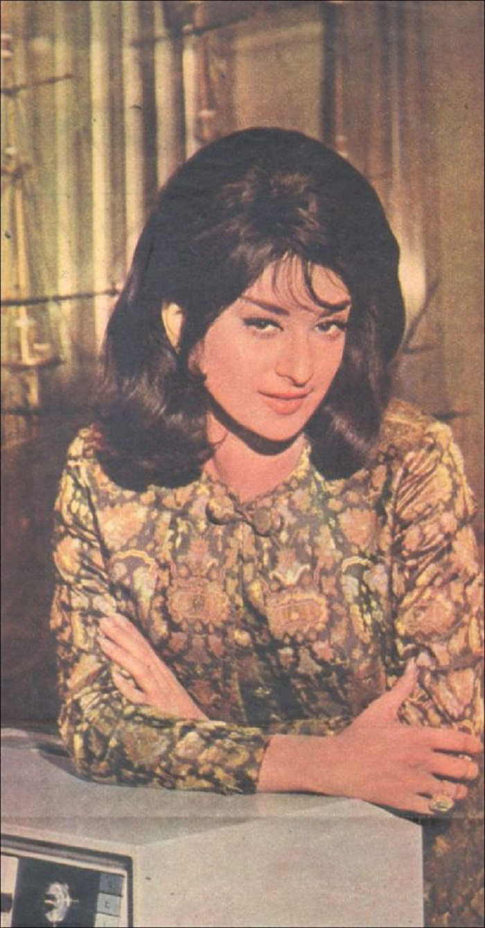 10. Saira Banu eye make up